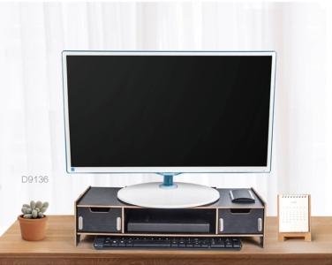 Čierny stojan pod PC monitor